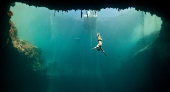 2.-freediving-in-Deans-Blue-Hole-Bahamas.jpg