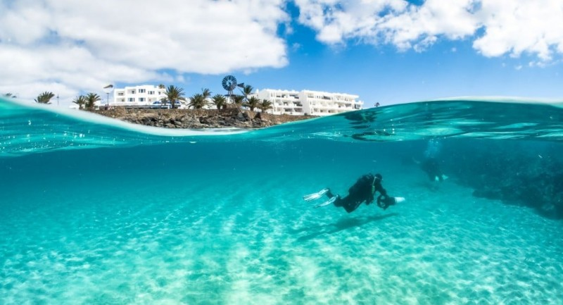4_Lanzarote_Dive_Centre_Canary_Islands_Diving_Holiday_Dive_Scooter.jpg