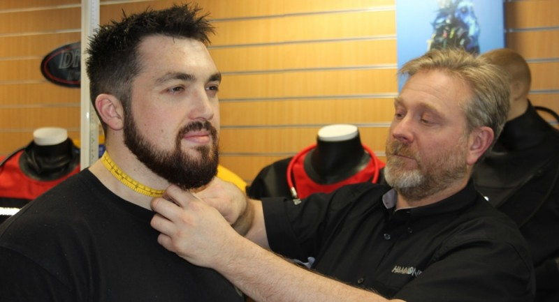 Measuring-neck-hammond-drysuit.jpg